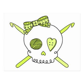 Ganchos del cráneo y de ganchillo amarillo