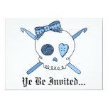 Ganchos del cráneo y de ganchillo (azules cielos) invitación 13,9 x 19,0 cm