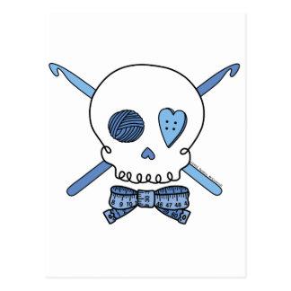 Ganchos del cráneo y de ganchillo (azules) tarjeta postal
