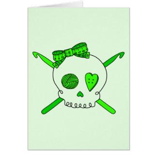 Ganchos del cráneo y de ganchillo (fondo de la tarjeta de felicitación