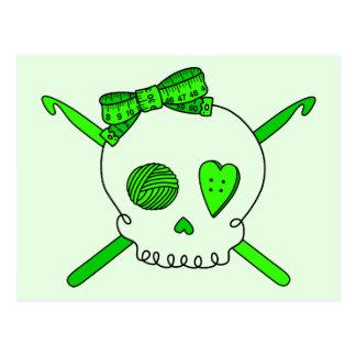 Ganchos del cráneo y de ganchillo (fondo de la tarjeta postal
