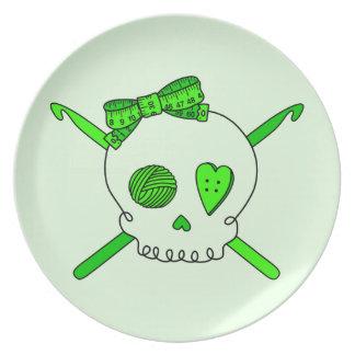 Ganchos del cráneo y de ganchillo (fondo de la ver platos para fiestas