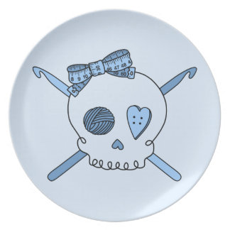 Ganchos del cráneo y de ganchillo (fondo de los az plato