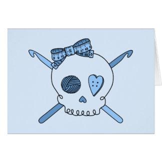 Ganchos del cráneo y de ganchillo (fondo de los tarjeta de felicitación