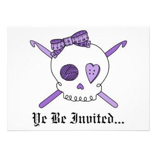 Ganchos del cráneo y de ganchillo púrpuras