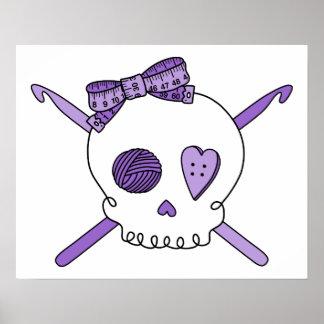 Ganchos del cráneo y de ganchillo (púrpuras) póster