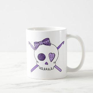 Ganchos del cráneo y de ganchillo (púrpuras) tazas