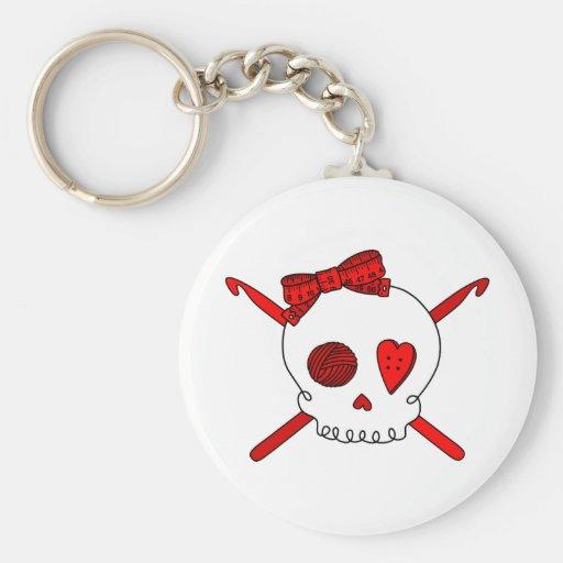 Ganchos del cráneo y de ganchillo (rojos) llaveros personalizados