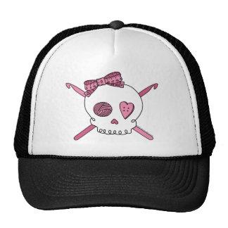 Ganchos del cráneo y de ganchillo (rosa) gorros bordados