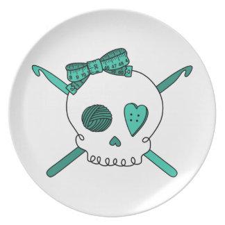 Ganchos del cráneo y de ganchillo (turquesa) platos
