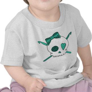 Ganchos del cráneo y de ganchillo (turquesa) camiseta