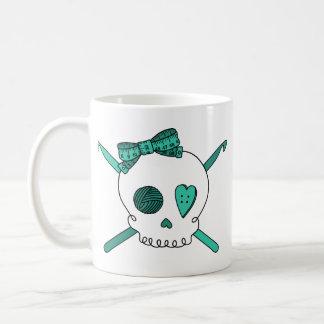 Ganchos del cráneo y de ganchillo (turquesa) taza de café