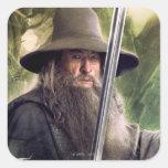 Gandalf con el personal y la espada calcomanías cuadradas personalizadas