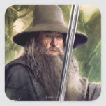 Gandalf con el personal y la espada pegatina cuadrada