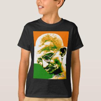 Gandhi en verde anaranjado y blanco con la bandera poleras