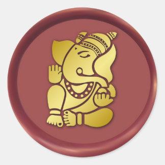 Ganesha de oro en el sello rojo de la cera pegatina redonda