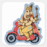 Ganesha que monta una vespa calcomanias cuadradas