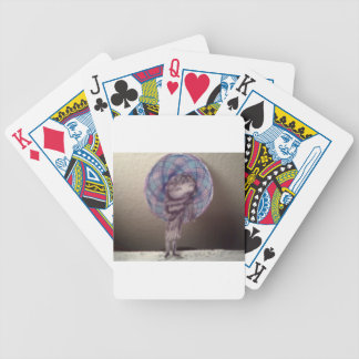 Gángster de la niña barajas de cartas