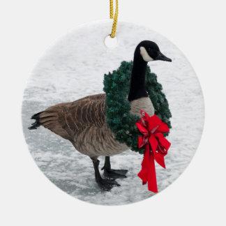 Ganso de Canadá con el ornamento de la guirnalda Adorno Navideño Redondo De Cerámica