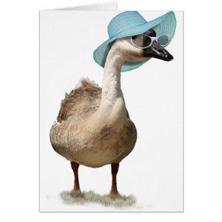 Ganso lindo con el gorra y las gafas de sol del tarjeta de felicitación
