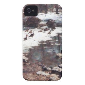 Gansos en una charca helada iPhone 4 Case-Mate cobertura
