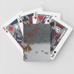 Gansos que nadan en otoño, punta de flecha del lag barajas de cartas
