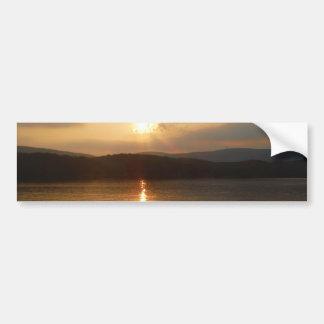 Gansos y puesta del sol del melocotón