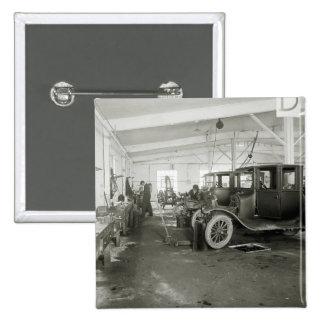 Garaje de la reparación del coche antiguo, 1900s t pin