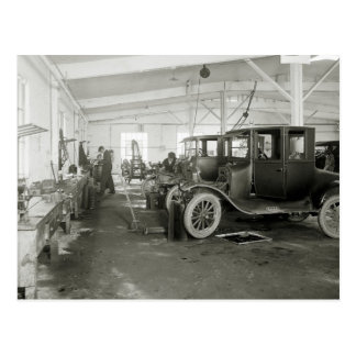 Garaje de la reparación del coche antiguo, 1900s postal