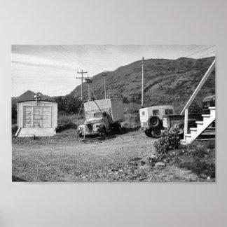 Garaje y yarda en el refugio del Kodiak Posters