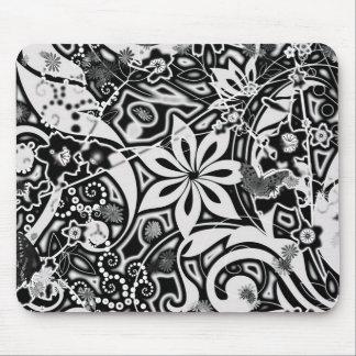 Garden : BLACK & WHITE Mouse Pad