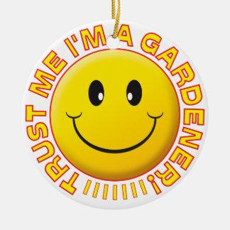 Gardener Trust Me Smiley Round Ceramic Decoration