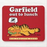Garfield hacia fuera a almorzar Mousepad