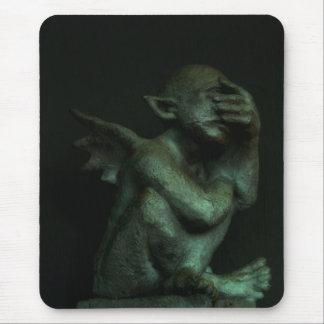 Gargoyle desanimado mousepads