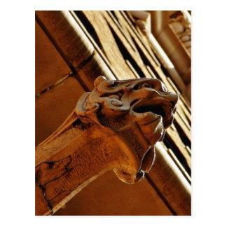 Gargoyles cerca del mercado central magnífico en e tarjeta postal