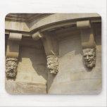 Gargoyles en el puente de Pont Neuf en París, Fran Tapetes De Ratón