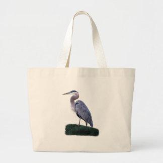 Garza azul que se coloca en bolso de la hierba bolsa
