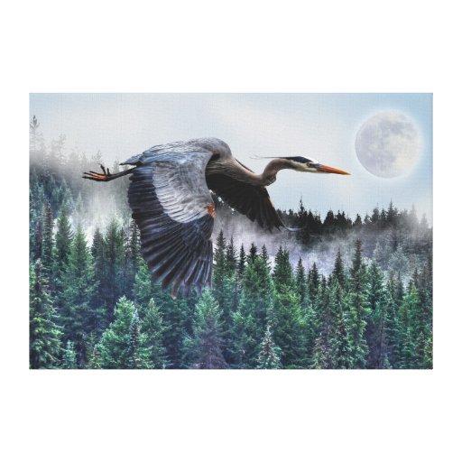 Garza de gran azul que vuela y fauna brumosa del b impresión en lona estirada