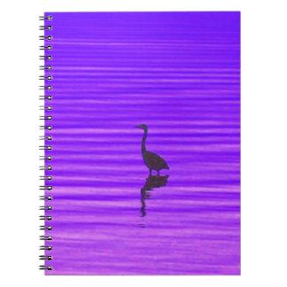 Garza en un lago púrpura cuaderno