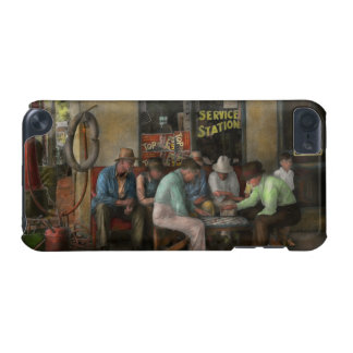 Gas Station - Playing checkers together 1939 iPod Touch 5G Case