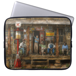 Gas Station - Sunday afternoon - 1939 Laptop Sleeve