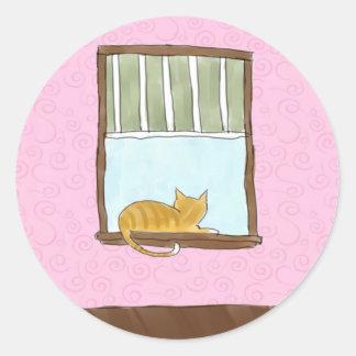 Gatito amarillo en pegatinas de una ventana pegatina redonda