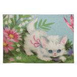 Gatito blanco hinchado mantel