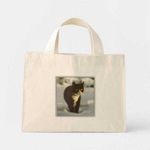 Gatito blanco y negro del invierno bolsas