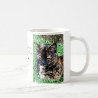 Gatito bonito del tigre taza clásica