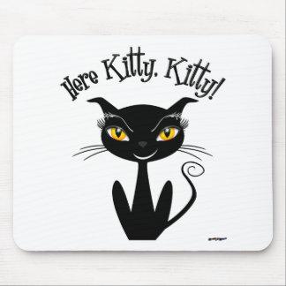 ¡Gatito caprichoso del gato negro aquí, gatito! Tapete De Ratones