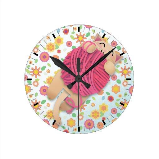 Gatito con el yarnball enorme - reloj