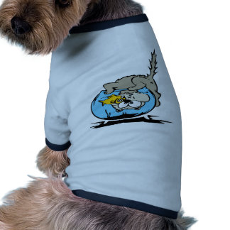 Gatito con su cabeza en un fishbowl camiseta de perro