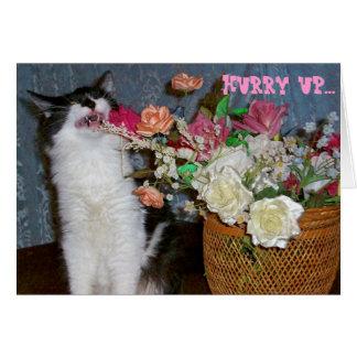 Gatito de estornudo alérgico conseguir las flores tarjeta de felicitación