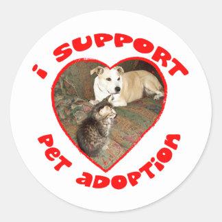 Gatito de la adopción del mascota con el pitbull pegatina redonda
